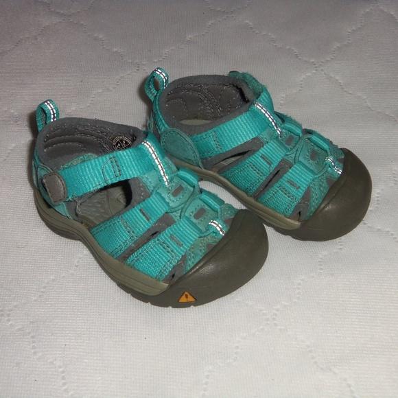 5d3d990f0 Keen Other - Keen blue sz 5 waterproof velcro boys baby girls